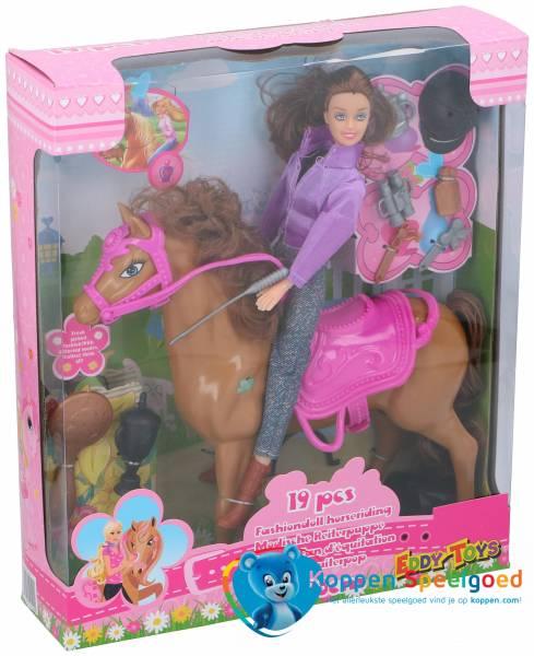 Modieuze ruiterpop met paard