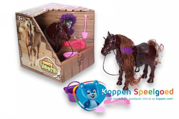 Paard in stal met accessoires