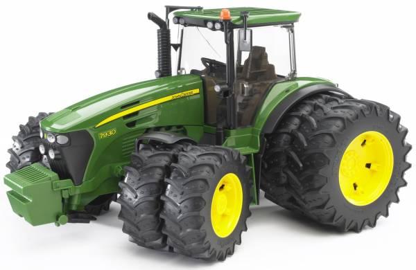 Bruder John Deere 7930 Tractor Met Dubbele Luchtbanden 03052