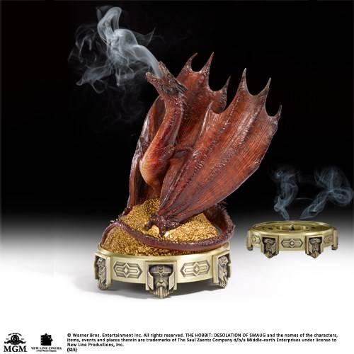 Hobbit - Smaug wierook brander