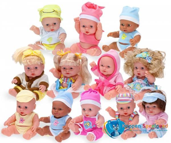 Baby pop met kleding